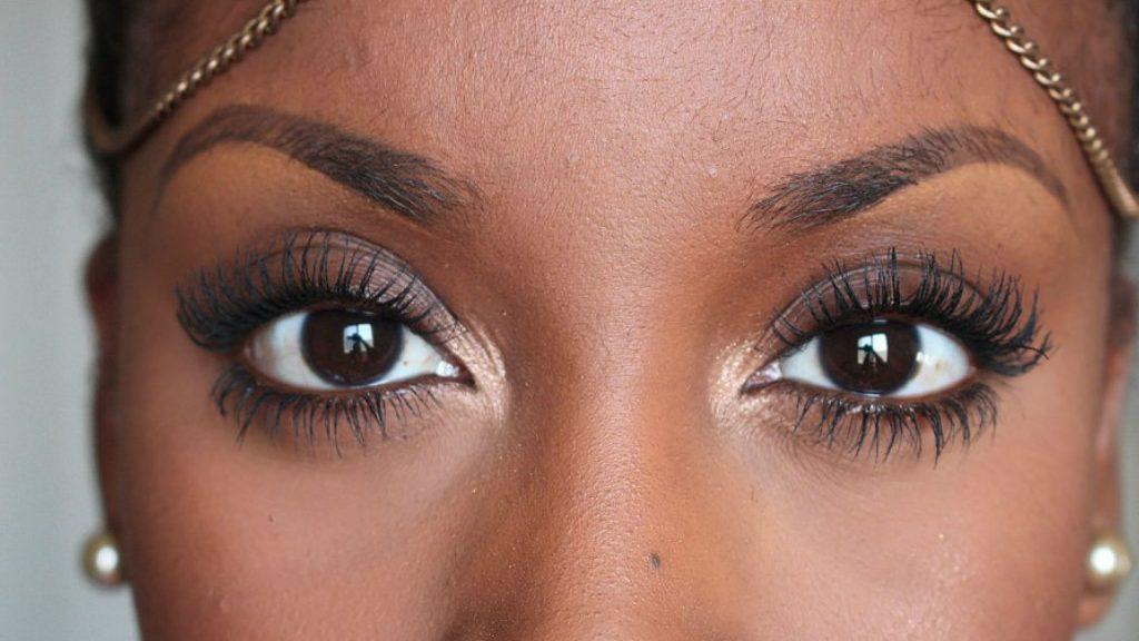 Does Using Vaseline on Eyelashes Have Benefits?
