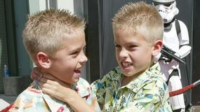 """Disney Channel: jak dziś wyglądają Cole i Dylan Sprouse'owie, czyli bliźniaki z """"Nie ma to jak hotel""""?"""