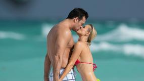 Joanna Krupa baraszkuje na plaży z narzeczonym