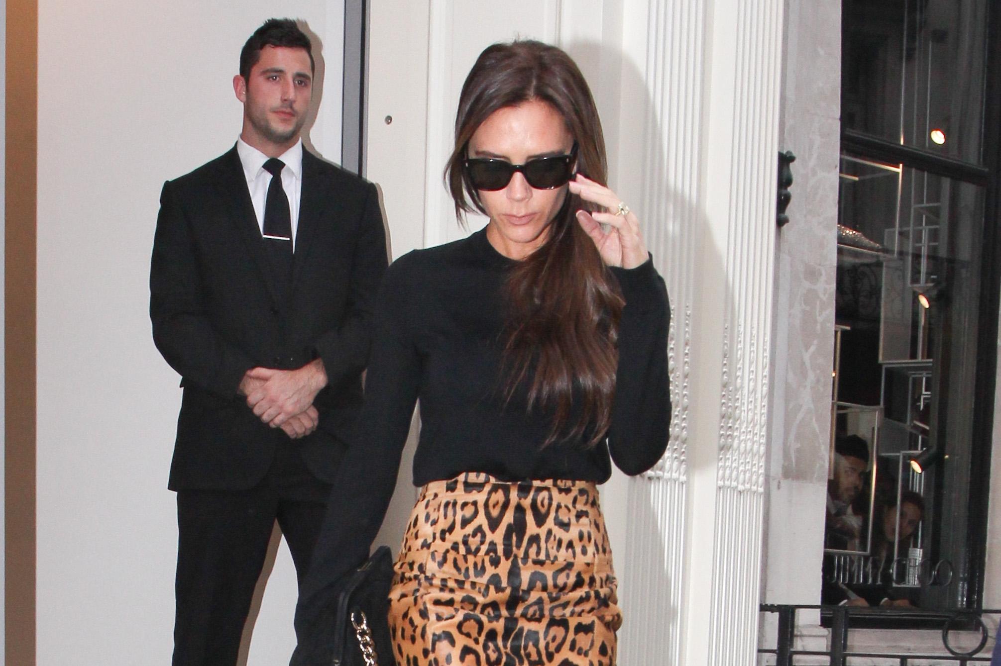 Victoria Beckham w spódnicy w panterę