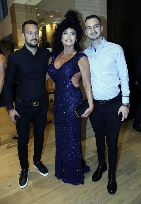 Lidija Vukićević sa sinovima Andrejom i Davidom