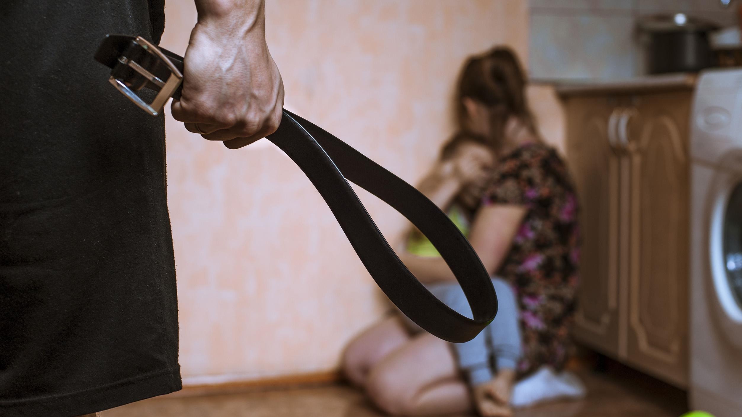 Сестра наказала ремнем рассказы, Максим. Шантаж. - Эротические рассказы 18 фотография