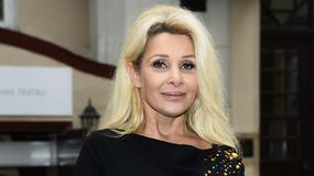 Aldona Orman w skromnej stylizacji na premierze spektaklu. Wygląda na 49 lat?