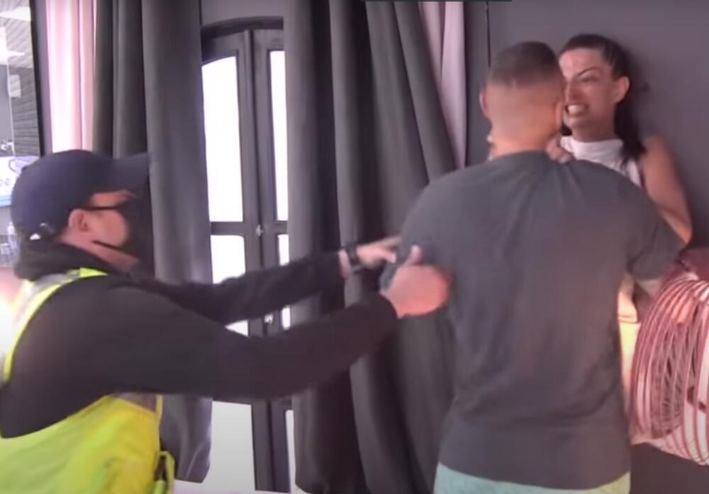 """""""NEKA TI JE BOG U POMOĆI""""! Reper se raspada nakon što ga je Tara DAVILA!"""