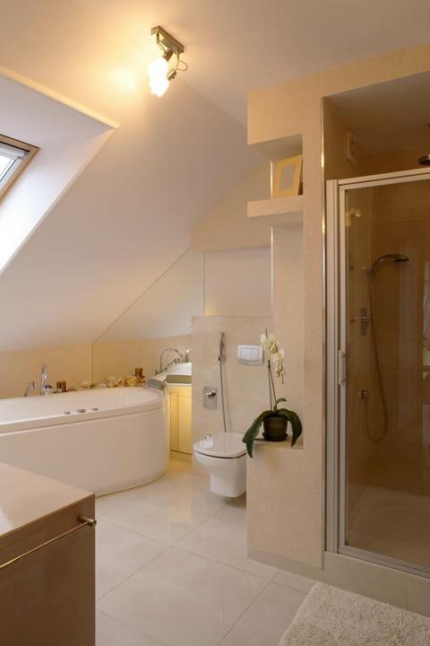 Łazienka na poddaszu - Dom