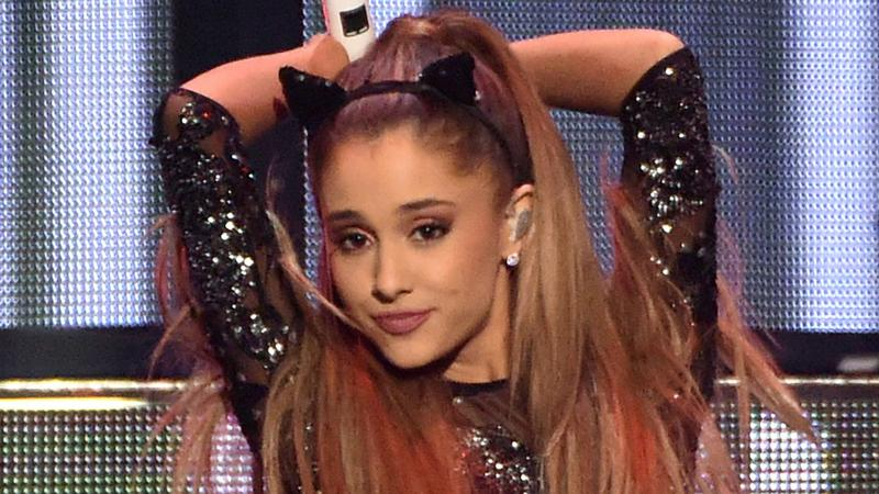 Fryzura Ariana Grande
