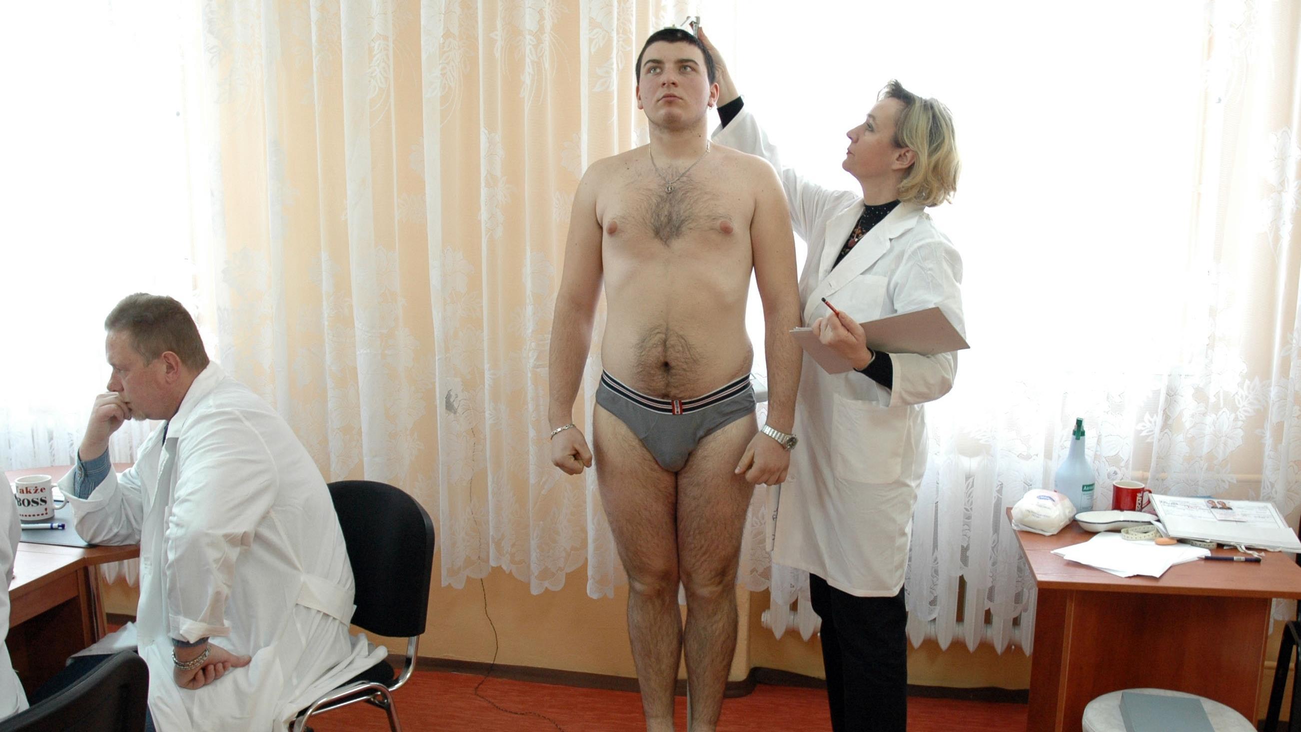 medosmotr-golih-muzhikov