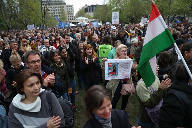 Szombat esti tüntetés a Szabadság téren /Fotó: Blikk
