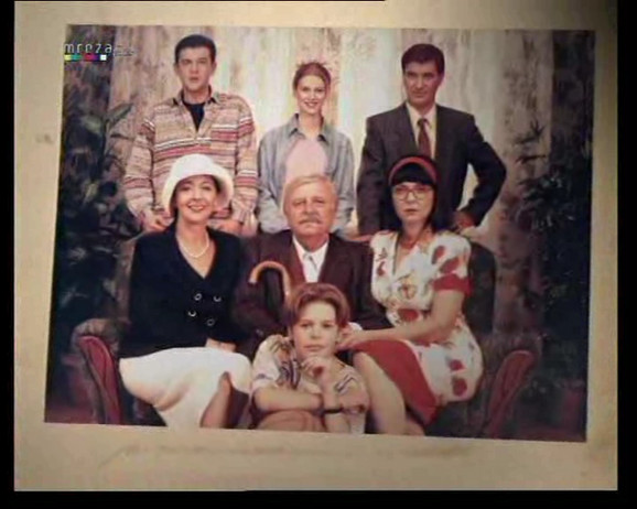Sestra našeg POZNATOG POLITIČARA je bila sekretarica u seriji ''Porodično blago'', evo kako DANAS izgleda i GDE RADI!