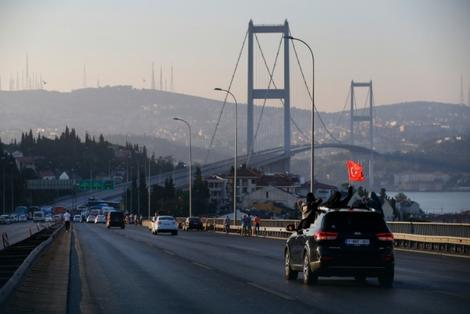 Bosforski most je oslobođen od pučista