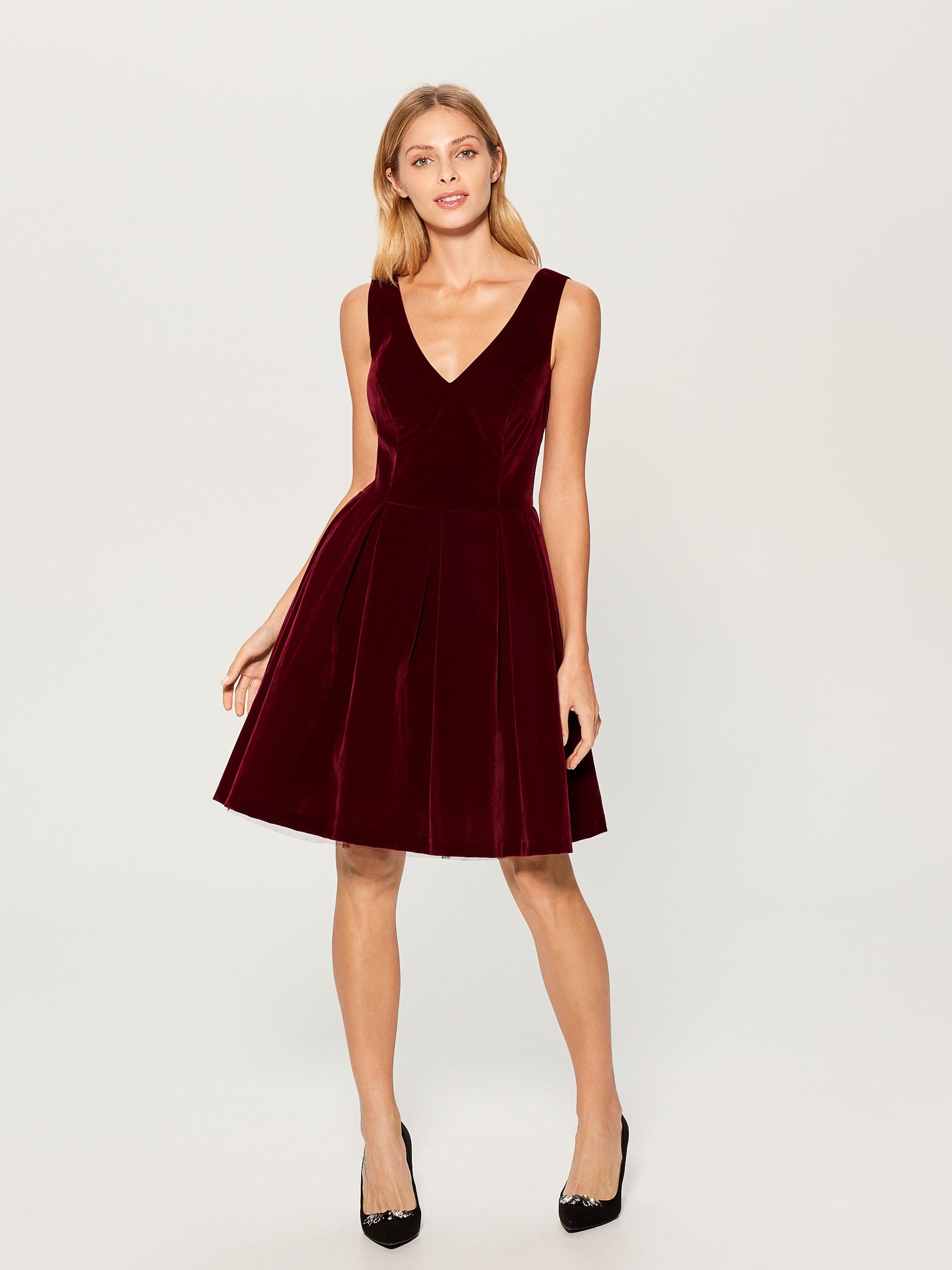 1aee5bbb Sukienki sylwestrowe dopasowane do sylwetki: 4 modele dla gruszki ...