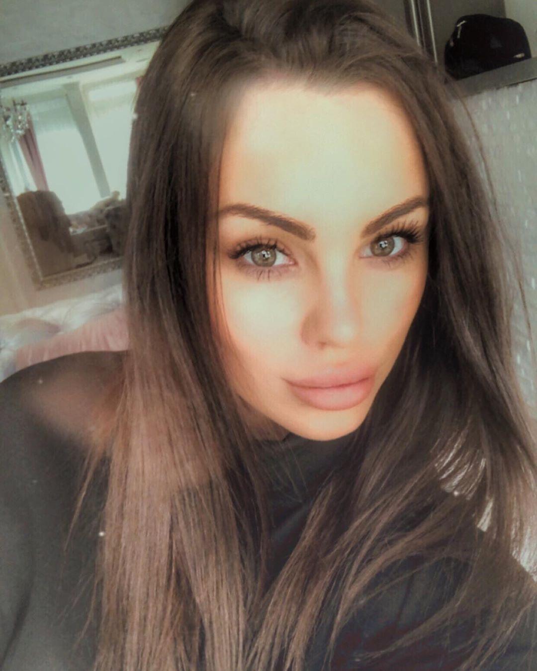 Danas je fatalna brineta: Bojana Rodić je ranije sasvim drugačije izgledala! (FOTO)