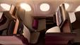 Przewoźnik opatentował nowy model fotela. Qatar Airways podaje, że prace nad projektowaniem trwały dwa lata. Może być ustawiony w pozycji siedzącej lub całkowicie na płasko, zmieniająć się w łóżko.