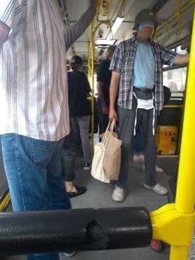 Ima i putnika sa šlemom