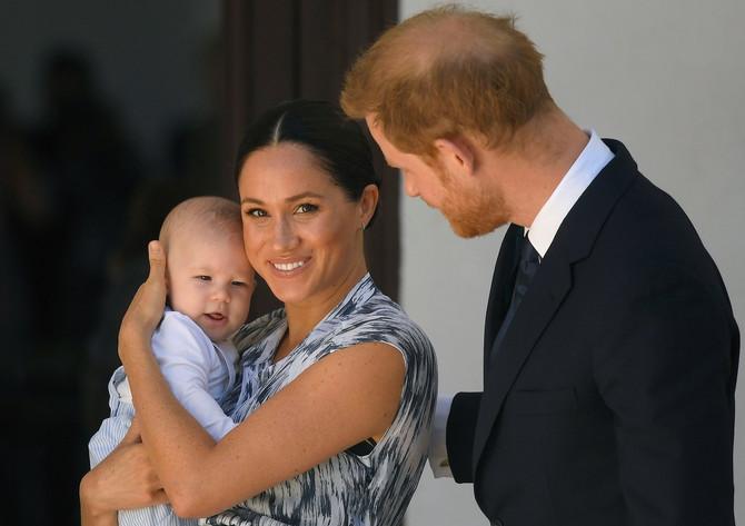 Megan i Hari sa sinčićem Arčijem