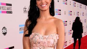 Gwiazdy na czerwonym dywanie podczas gali American Music Awards