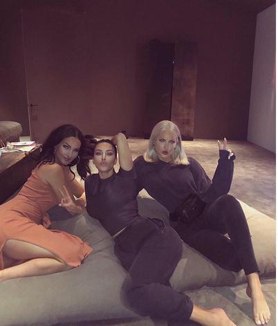 Kim Kardašijan sa prijateljicama