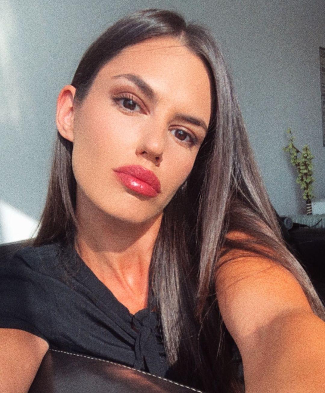 Na Instagramu je bomba, a evo kako Olja Lević izgleda na PAPARACO fotografijama!