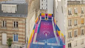 Niezwykle efektowne boisko do koszykówki w Paryżu. Tętni intensywnymi kolorami