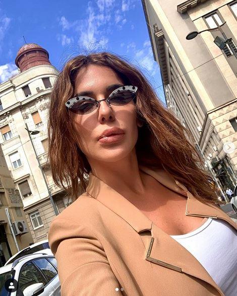 Pratioci MOLE srpsku pevačicu DA PRESTANE OVO DA RADI, ali ona se ne zaustavlja! (FOTO)