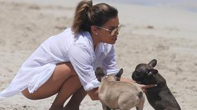 Eva Longoria kusi ciałem na plaży. Nie można oderwać wzroku!