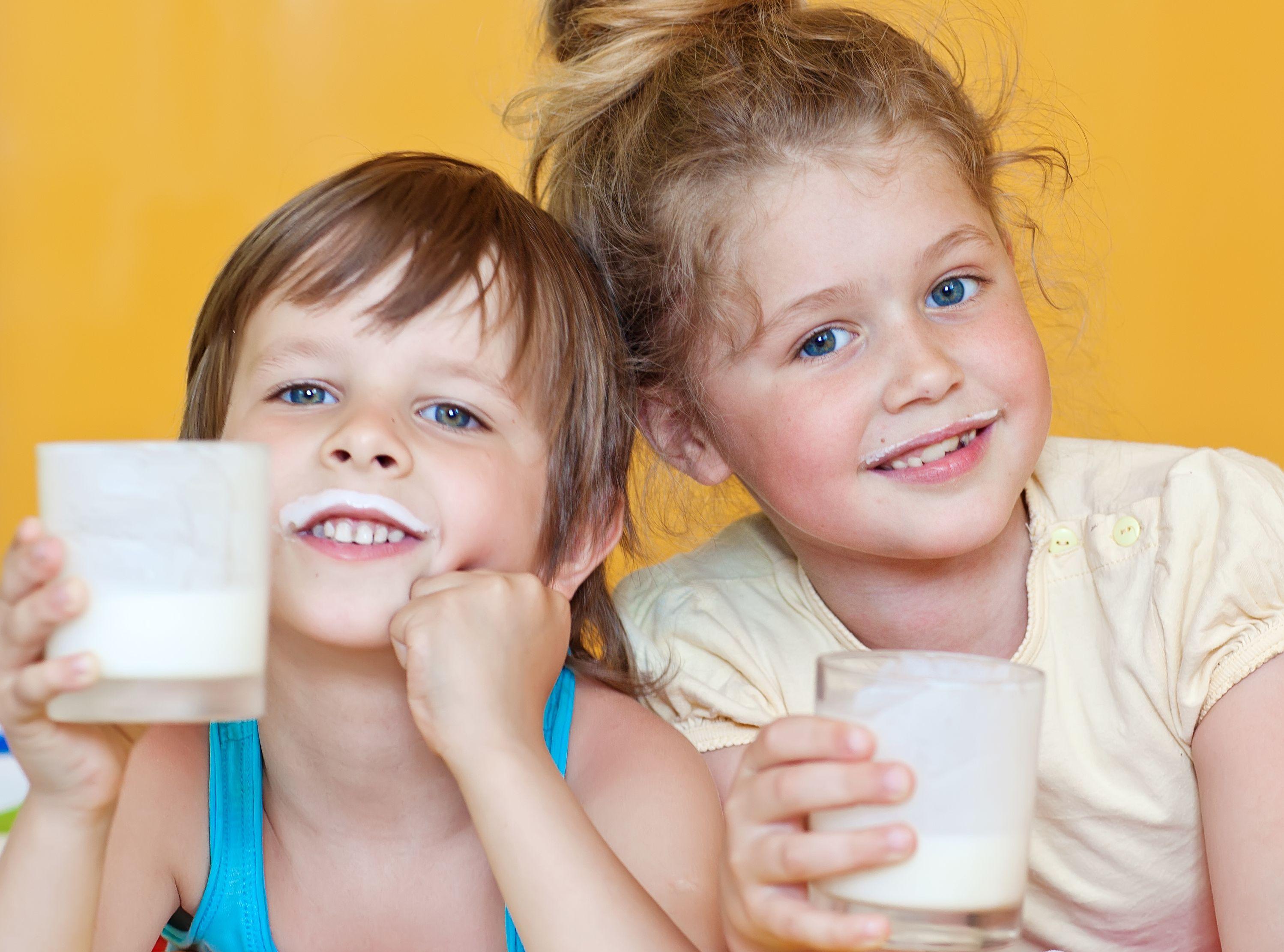 Szklanka mleka przedsnem? Laktoza niszczy zęby dziecka - Dziennik.pl