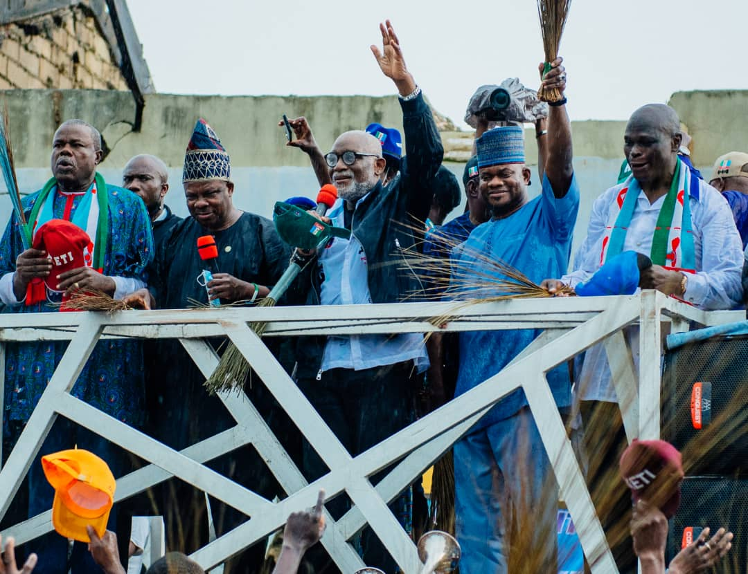 Akeredolu says he's the philosopher king while his opponents are bush men  [ARTICLE] - Pulse Nigeria