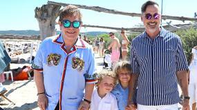 Elton John z mężem i dziećmi na wakacjach. Dobrze się bawią!