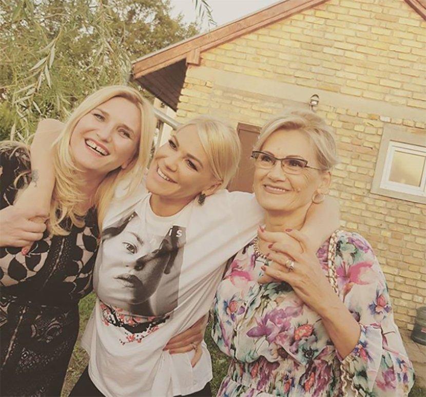 Mira Bekvalac sa ćerkama