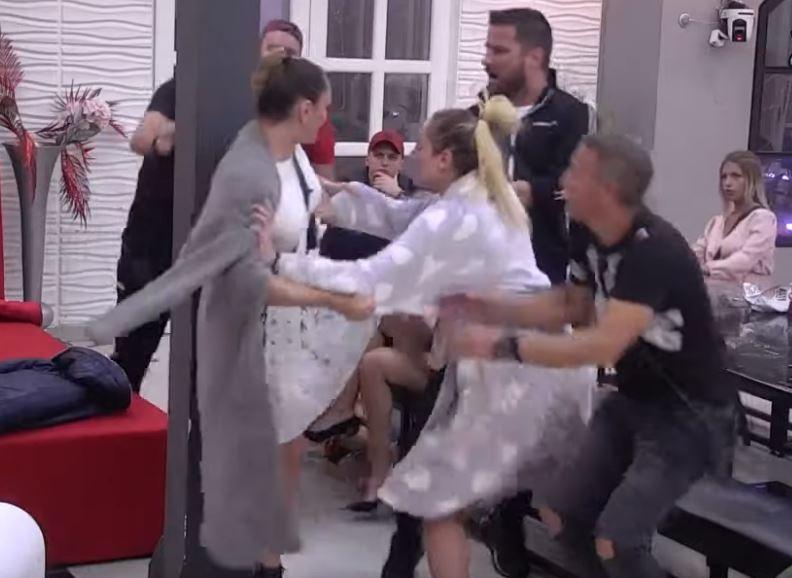 ANABELA UDARILA MARKA: Pevačica doživela nervni slom, niko nije mogao da je obuzda! Obezbeđenje na sve strane! VIDEO