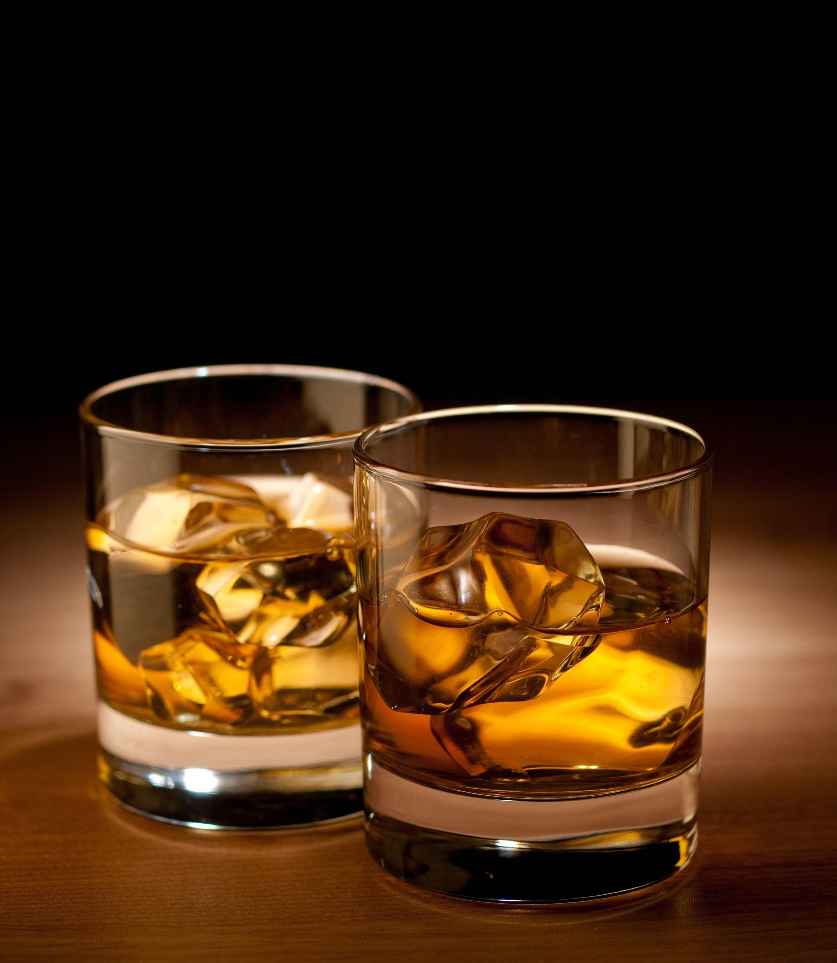 Alkoholik umawia się z pijakiem
