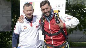 Rafał Maserak i inni skoczyli ze spadochronem