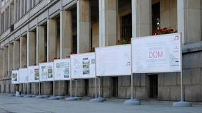 """Wystawa """"Mieszkanie plus"""" przed Ministerstwem Rozwoju"""