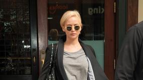 Jennifer Lawrence z odkrytym brzuchem
