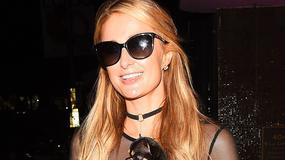 Paris Hilton bez stanika na spacerze z psem. Przesadziła?