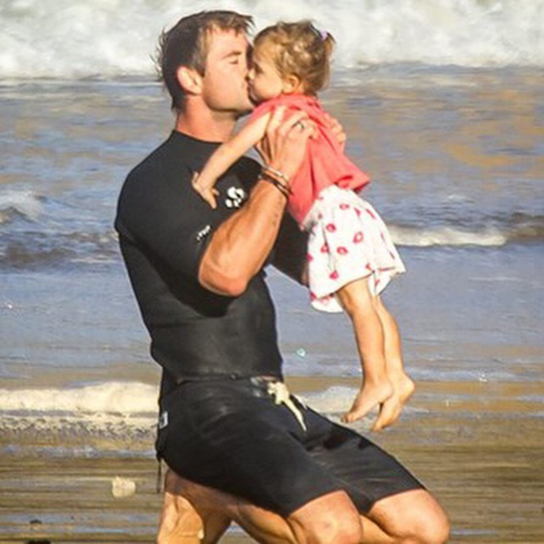 Chris Hemsworth szeme fénye a kis India Rose /Fotó: Northfoto