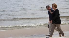 Komorowski i Merkel na plaży