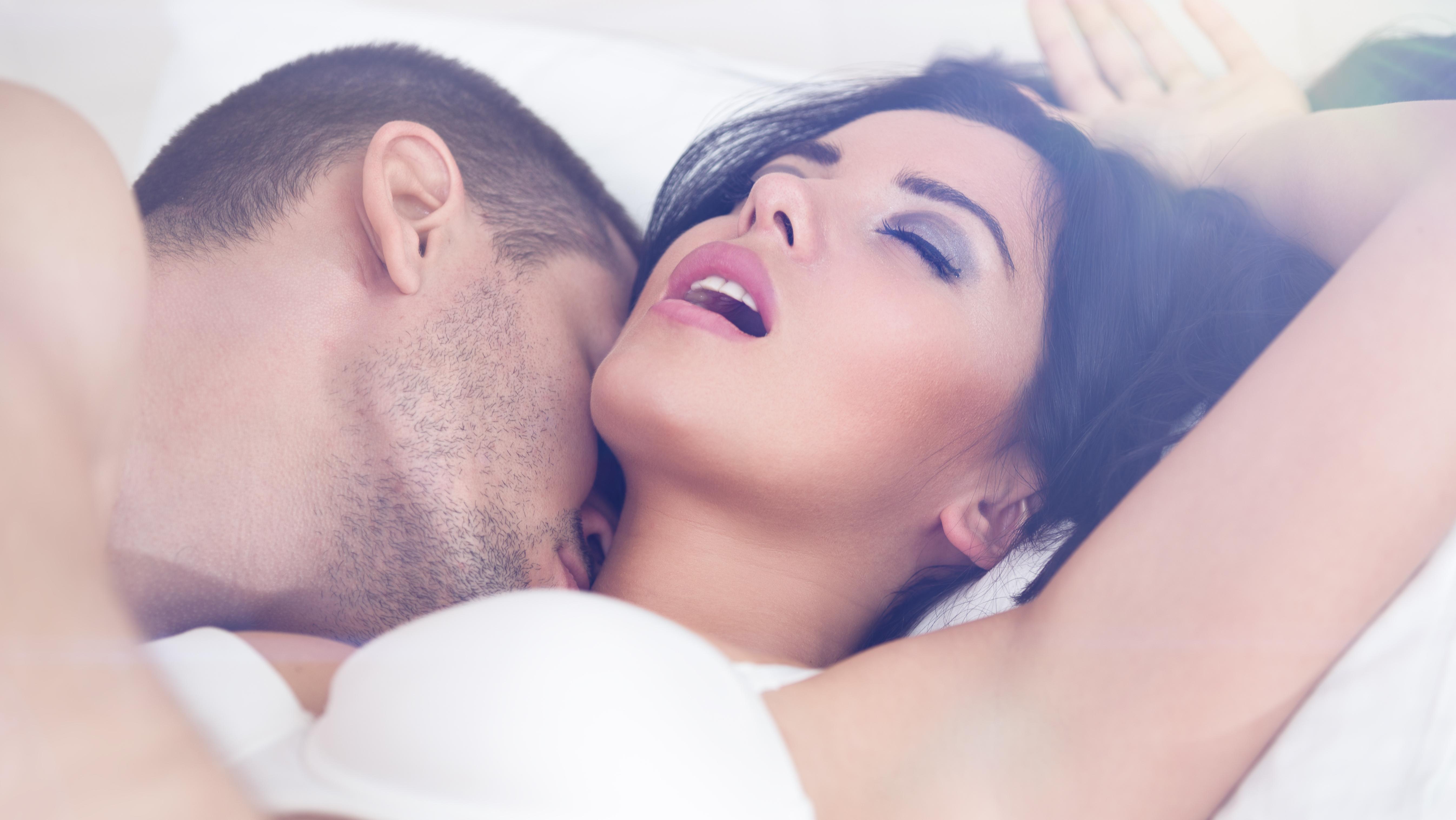 Kobiecy orgazm na górze