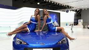 Moskwa 2012: taakie dziewczyny reklamowały auta