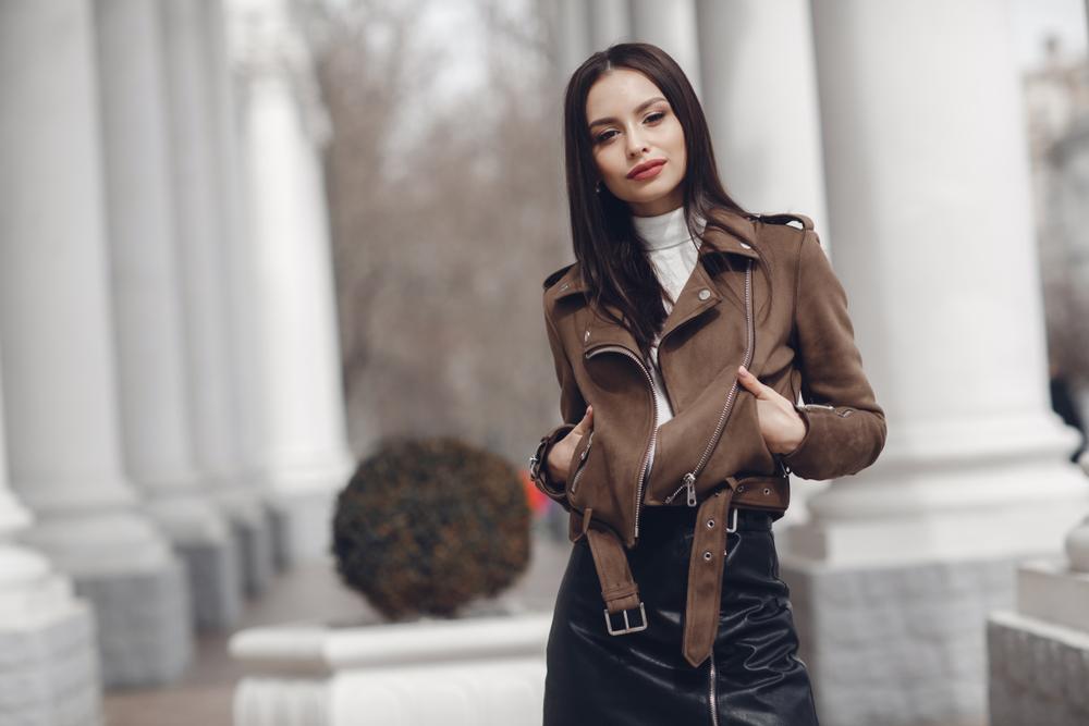 Modne damskie płaszcze na deszczową jesień 2019 Kobieta