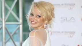 Pamela Anderson cała na biało na imprezie. Aktorka olśniła stylizacją