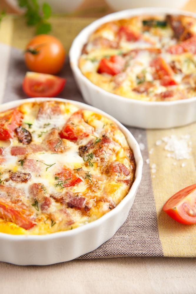 Fritata od tri vrste sira, slanine i paradajza