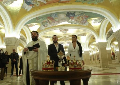 JE L' OVO NEKI ZNAK? VELIKI PEH na crkvenom venčanju Tamare Đurić, a tu je i njen BIVŠI DEČKO!