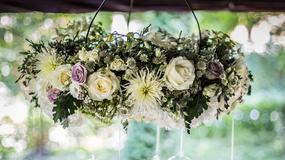 Żyrandole kwiatowe - sposób na nietuzinkowe wesele