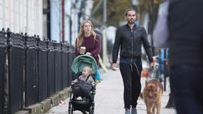 Russell Brand zabrał córkę i żonę na spacer