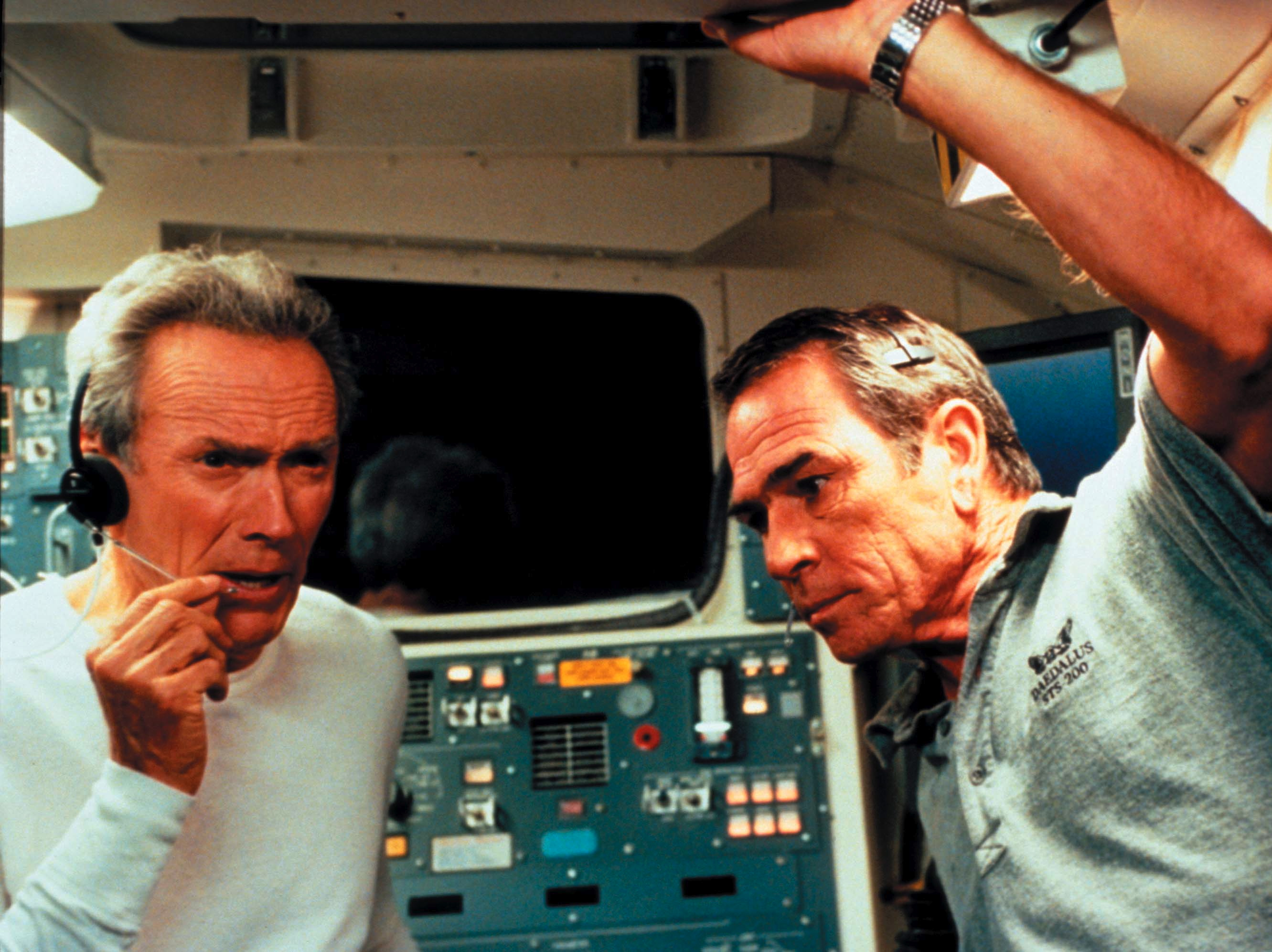 Clint Eastwood i Tommy Lee Jones w filmie