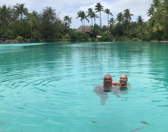 Brena i Boba kupaju se u moru