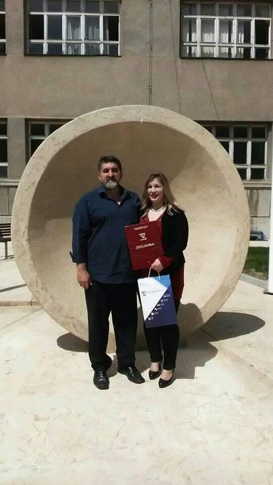 Dijana na dodeli diplome sa mentorom dr Zoranom Milivojevićem