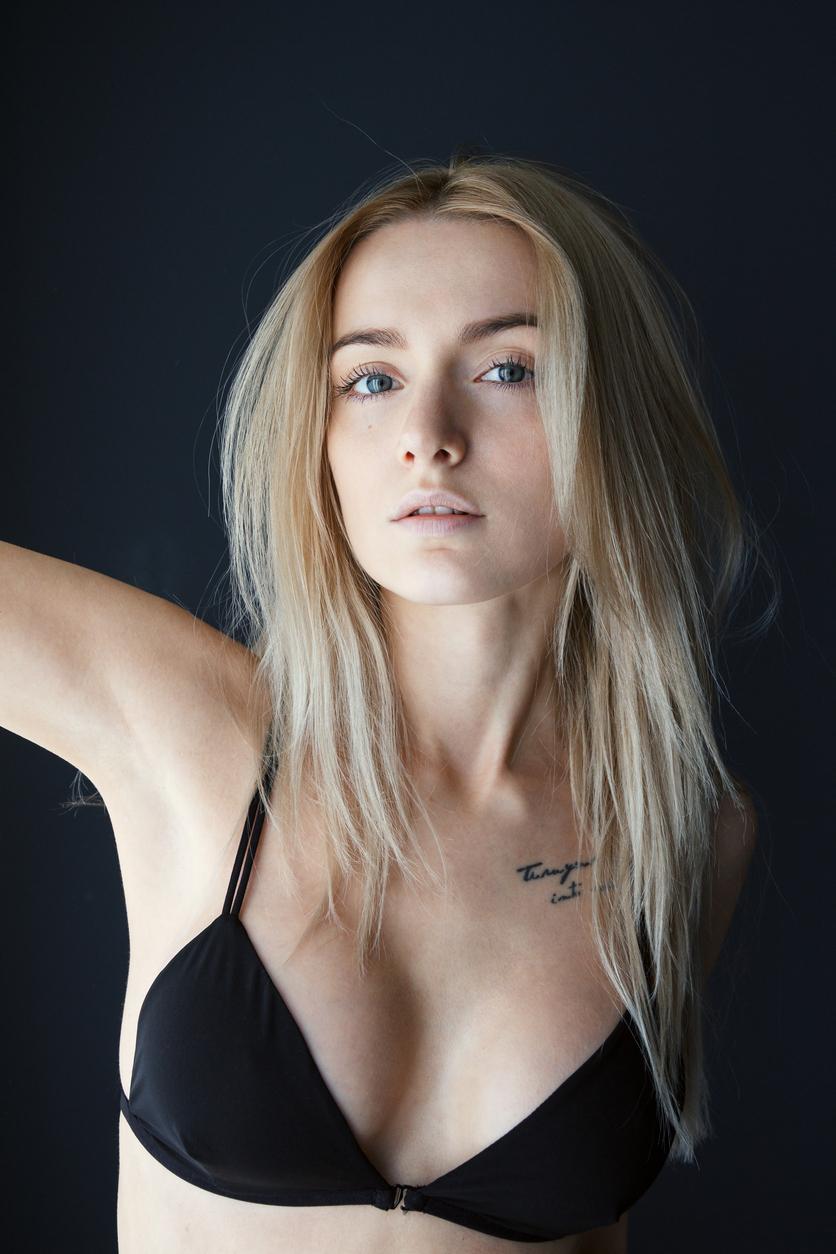 Tatuaż Na Obojczyku Bardzo Kobiecy I Subtelny Zobacz