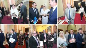 EMOCIJE I LIČNE PORUKE Pogledajte kako su ministri reagovali na Vučićeve oproštajne poklone (FOTO)
